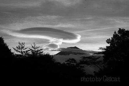 富士山と雲_e0015690_20295694.jpg