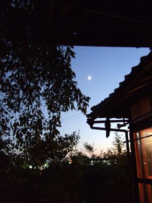 鴨川西日和 名月ちかし屋根の月_c0069903_12582310.jpg