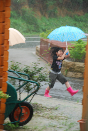 Heavy rain + New rain boots = Happy_d0127209_2136662.jpg
