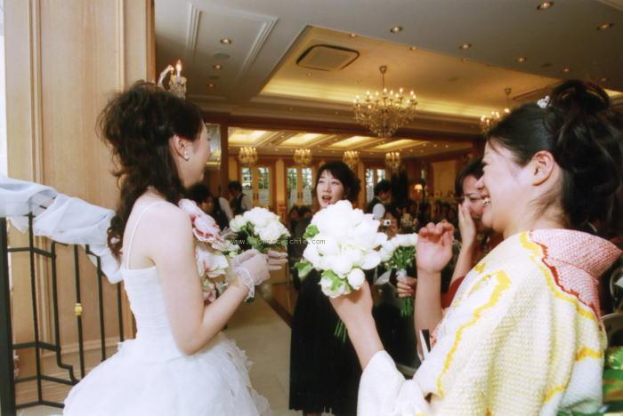 新郎新婦様からのメール バラの舞うドレス セントグレース大聖堂_a0042928_2331545.jpg