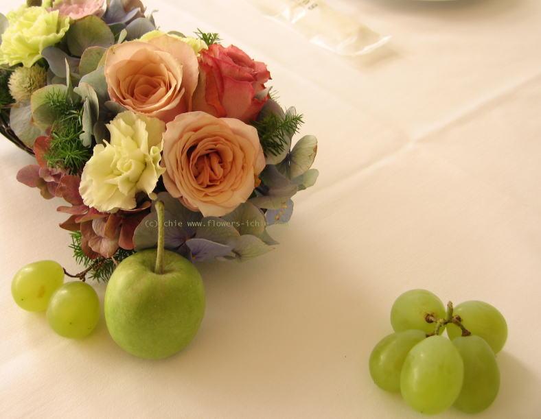 一年後      トリカゴとリンゴの会場装花 _a0042928_2393346.jpg