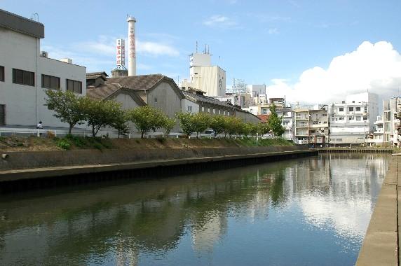 川のある風景_b0093754_00540.jpg