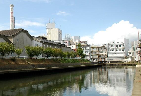 川のある風景_b0093754_2350407.jpg