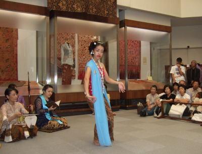9月24日バリ舞踊1