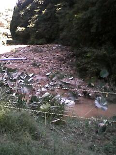小名浜配水池で送配水管が破損事故、法面崩落の現場_e0068696_9541366.jpg
