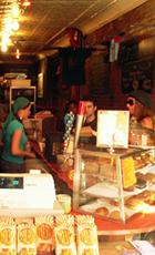 あのコーヒー・トラックのカフェ Mud Coffee Cafe_b0007805_4475937.jpg