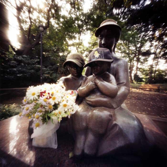 愛の母子像  港の見える丘公園 Pinhole Photography_f0117059_20331353.jpg