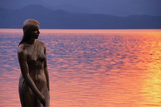 「田沢湖 辰子の像」の画像検索結果