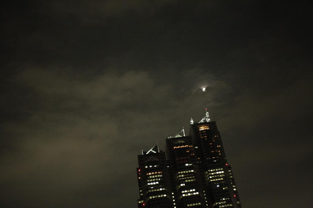 ほつと月がある東京に棲んでゐる_c0079325_3405887.jpg