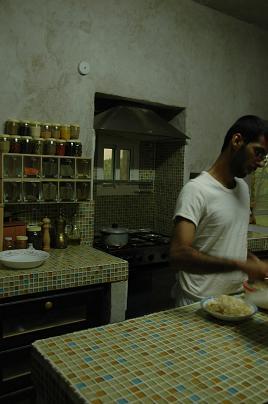 ラマダン中、夕食前は大忙し。_e0066474_227792.jpg
