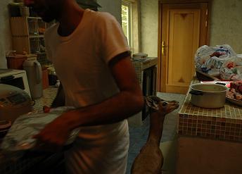 ラマダン中、夕食前は大忙し。_e0066474_231284.jpg