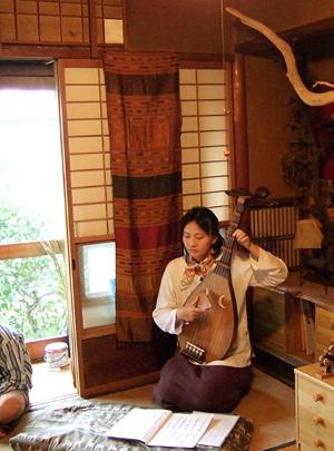 平安の闇は絹の音 松ヶ崎友宅にて 琵琶を聴く_c0069903_759212.jpg