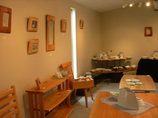木の家具と陶器たち・茂木御夫婦による展示会_e0109554_12535386.jpg