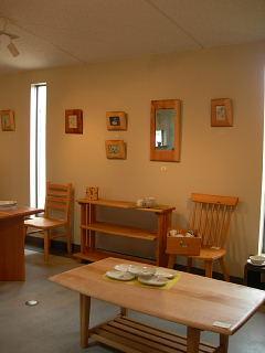 木の家具と陶器たち・茂木御夫婦による展示会_e0109554_1254170.jpg