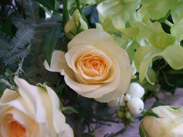 オークリーフ(バラと蘭の花のアレンジメント)_f0049672_16584616.jpg