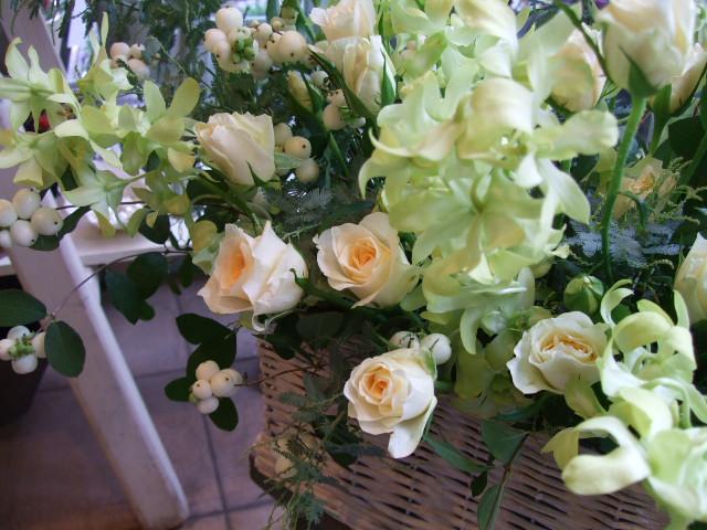 オークリーフ(バラと蘭の花のアレンジメント)_f0049672_1701051.jpg