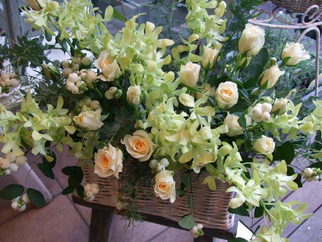 オークリーフ(バラと蘭の花のアレンジメント)_f0049672_1754750.jpg