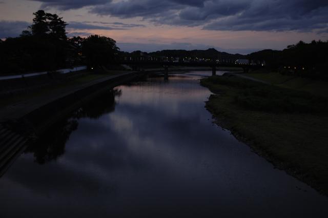 日が沈む5分前ぐらいの伊勢の夕焼けです。