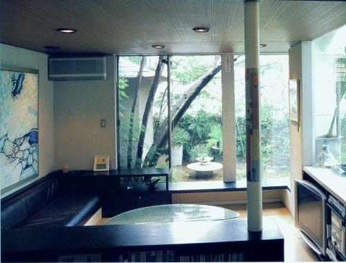 建築雑誌《世田谷の家づくり》に下馬の自邸が掲載されました。_e0010418_18262457.jpg