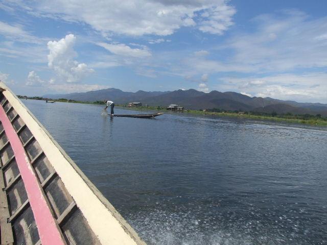 <インレー湖> ファウンドーウー・パヤー_c0011649_7253545.jpg