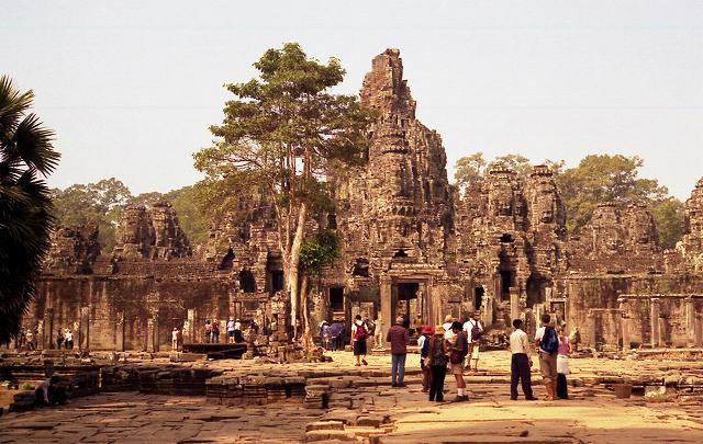 カンボジアといえば、アンコール遺跡群。ということで、カンボジアの首都プノ... 海闊天空・賞心悦