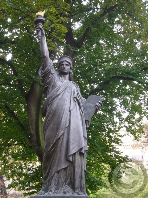 ■秋のリュクサンブルグ公園(パリ)_a0008105_19233910.jpg