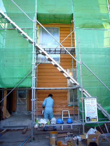 外壁の塗装、自分達で・・・_f0150893_20231026.jpg