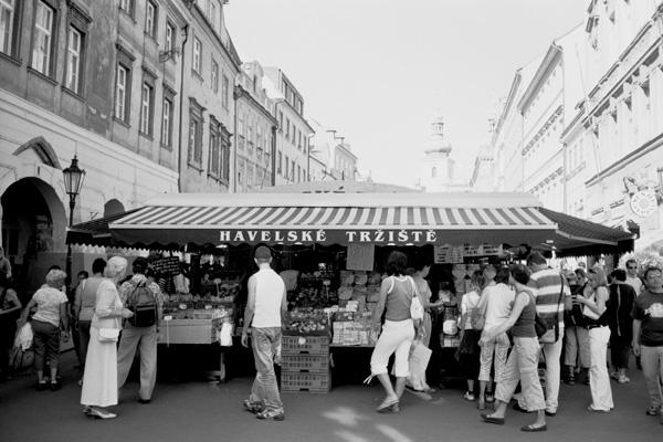 「プラハのマーケット」_b0043304_22584942.jpg