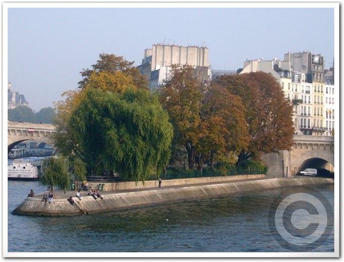 ■街角の秋・・・(パリ)_a0008105_2252232.jpg