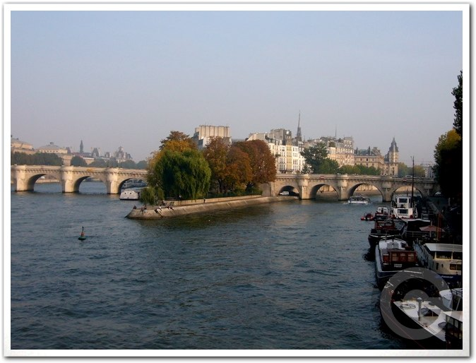 ■街角の秋・・・(パリ)_a0008105_2252513.jpg