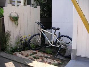 自転車置き場を作りました_c0130172_11401533.jpg
