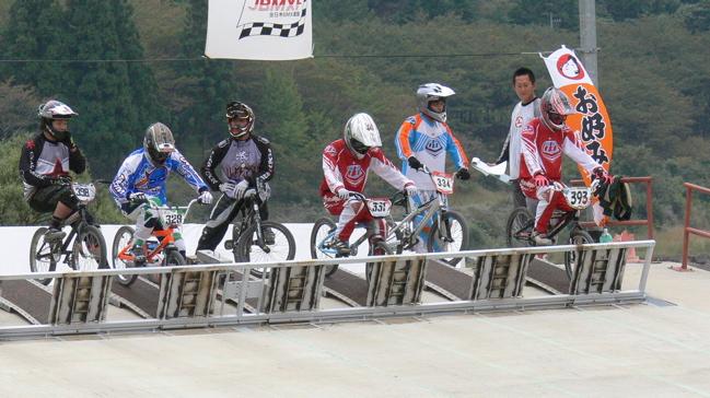 2007ジャパンシリーズ安芸高田市長杯VOL10メン17−24才、25−29クラス決勝の画像垂れ流し_b0065730_22384915.jpg