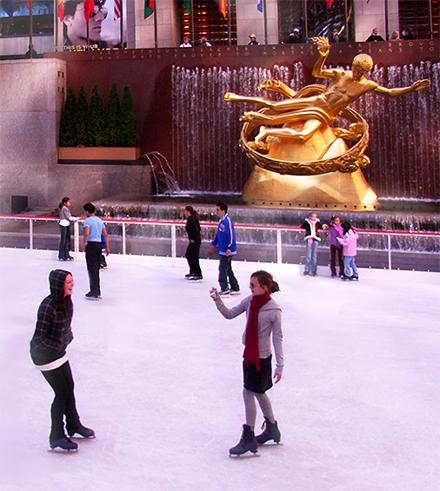 ロックフェラーセンターのアイススケート・リンク_b0007805_2305074.jpg