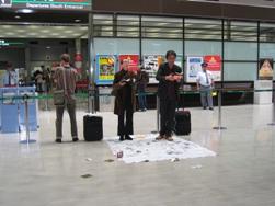 Artist as Activis 「アーティストが帰国する時、覚えたての日本語を披露します」_c0103430_625229.jpg