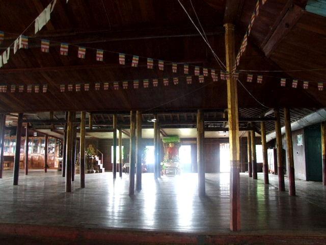 <インレー湖> ガーペー僧院のジャンピング・キャット_c0011649_6314329.jpg
