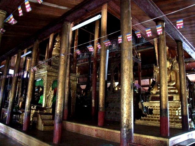 <インレー湖> ガーペー僧院のジャンピング・キャット_c0011649_6321714.jpg