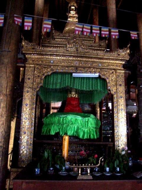 <インレー湖> ガーペー僧院のジャンピング・キャット_c0011649_6384549.jpg