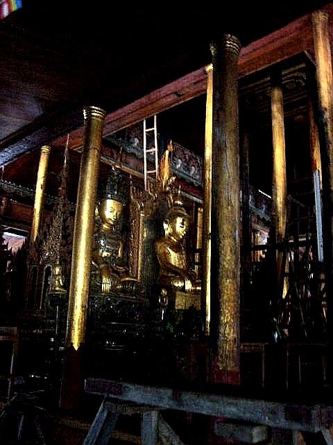 <インレー湖> ガーペー僧院のジャンピング・キャット_c0011649_638945.jpg
