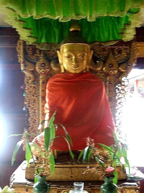 <インレー湖> ガーペー僧院のジャンピング・キャット_c0011649_6461536.jpg