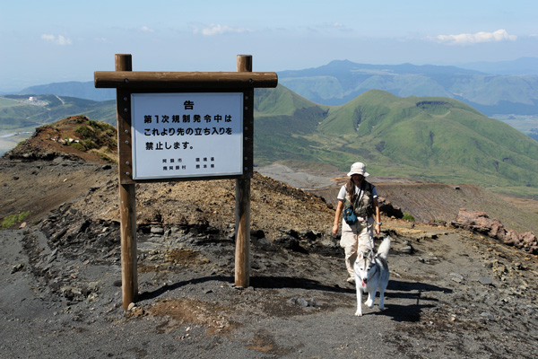 阿蘇中岳へ_c0049299_21274113.jpg
