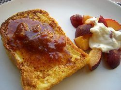 パンケーキとフレンチトーストの朝ごはん。_c0005672_18443325.jpg
