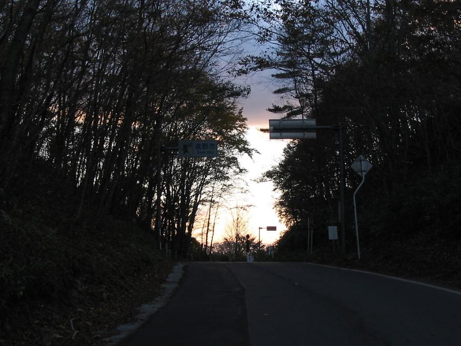 夕闇迫る頃、峠を行く_d0001843_2328393.jpg