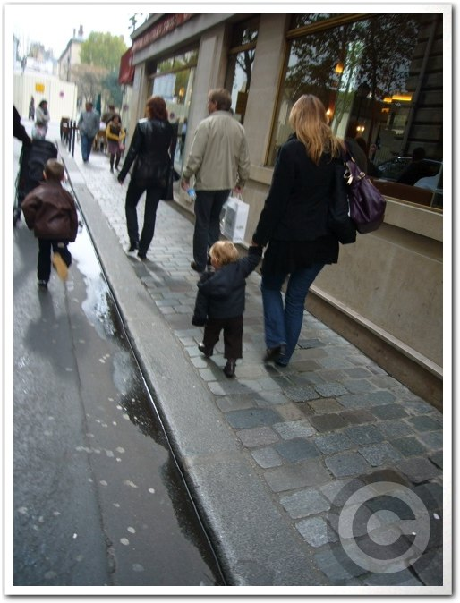 ■街角の子供たち(パリ)_a0008105_6132984.jpg