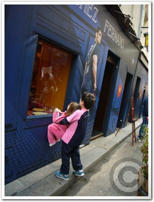 ■街角の子供たち(パリ)_a0008105_6134443.jpg