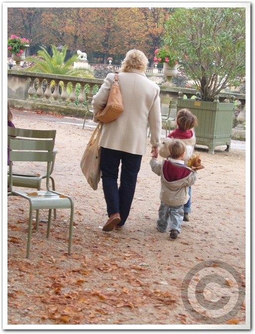 ■街角の子供たち(パリ)_a0008105_613733.jpg