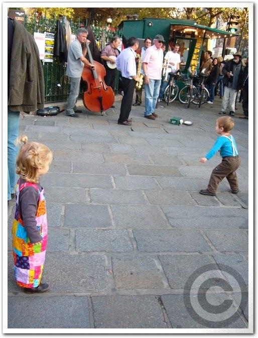 ■街角の子供たち(パリ)_a0008105_6143737.jpg