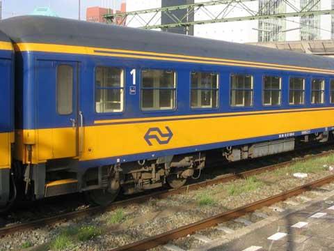 オランダの客車が来た~_c0018117_2331276.jpg