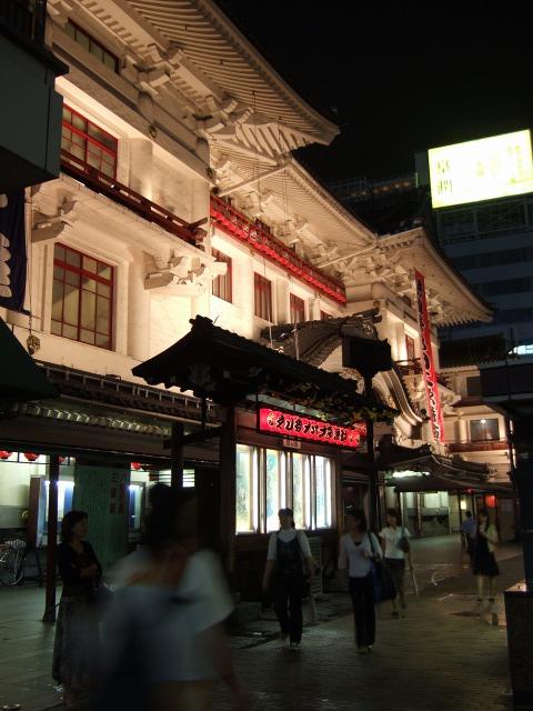 東銀座  歌舞伎座を抜け、並木をすり抜け_b0061717_12294479.jpg