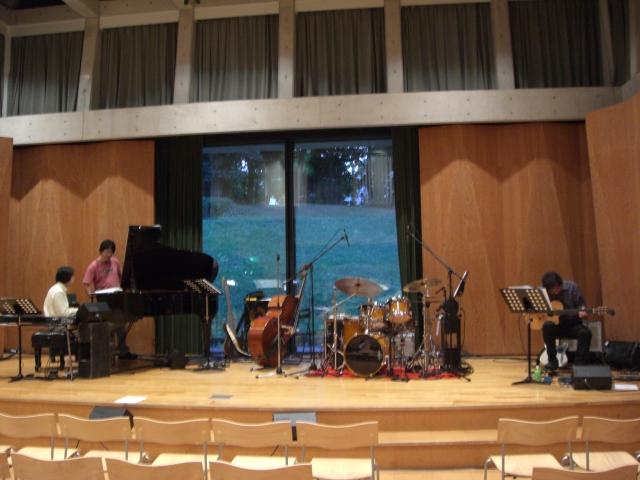 21日は「なぎさ団地」オータムコンサートでした☆_d0103296_1219336.jpg