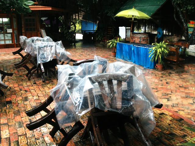 タイの風景 ライレイ・ビーチは雨ばかり_f0024992_23393541.jpg